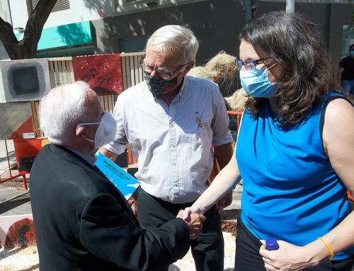 """El Arzobispo visita la falla solidaria de MAIDES y destaca de la Fundación su """"caridad y atención a los más desamparados"""""""